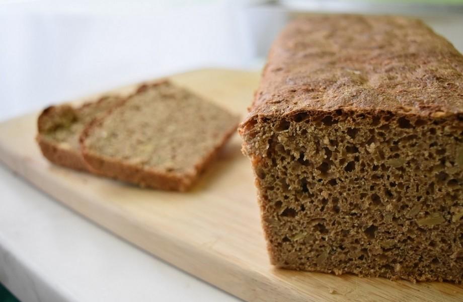 Pyszny chleb pełnoziarnisty zziarnami